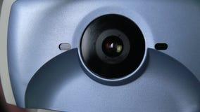Globe oculaire de examen automatisé moderne de machine médicale Essai d'examen d'oeil sur un écran professionnel de matériel médi clips vidéos