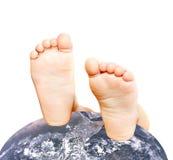 globe s de pieds d'enfant Image libre de droits