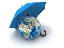 Globe sous le parapluie (chemin de coupure inclus) Image libre de droits
