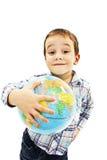 Globe sur des mains d'enfant Image stock