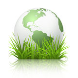 Globe sur l'herbe Photos stock