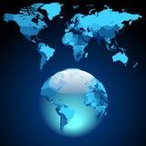 Globe sur la carte bleu-foncé du monde Photographie stock