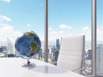 Globe sur la table Photo libre de droits