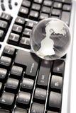 Globe sur le clavier Photographie stock libre de droits