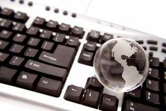 Globe sur le clavier Photo libre de droits