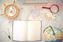 Globe sur le fond de la carte du monde Photos stock