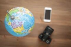Globe sur le fond en bois Images libres de droits