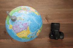 Globe on wooden background Royalty Free Stock Photos