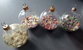 Globes faits main de Noël Photos libres de droits