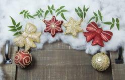 Globi di Natale messi per i saluti di festa Fotografie Stock