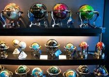 Globi intarsiati delle pietre preziose fotografie stock