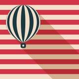 Globo abstracto del aire caliente con la tarjeta de la sombra larga y de la bandera americana Fotos de archivo libres de regalías