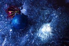 Globo América da terra com o azul do fundo do Natal Fotos de Stock Royalty Free