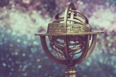 Globo armilar de cobre amarillo de la muestra del zodiaco fotos de archivo libres de regalías