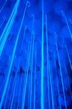 Globo azul con las flámulas crecientes Fotos de archivo