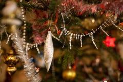 Globo azul de la Navidad Imagen de archivo libre de regalías