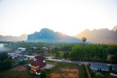 Globo colorido del aire caliente en el cielo laos Imagen de archivo libre de regalías