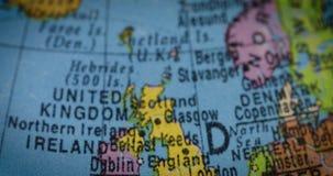 Globo con el mapa del país de Inglaterra metrajes