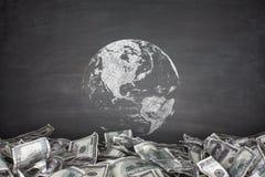 Globo con il mucchio delle banconote in dollari Fotografie Stock