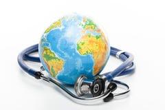 Globo con lo stetoscopio Immagini Stock