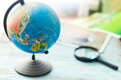 Globo con los mapas geográficos Foto de archivo libre de regalías