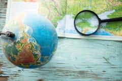 Globo con los mapas geográficos Foto de archivo