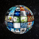 Globo cubierto con las pantallas de la TV stock de ilustración