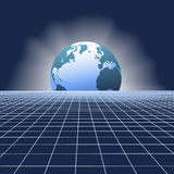Globo da ascensão da terra sobre a grade da rede de comunicações Fotografia de Stock Royalty Free