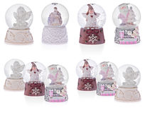 Globo da neve com anjos, Santa Claus, a Mary santamente, o bebê Jesus e o J Fotografia de Stock Royalty Free