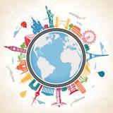 Globo da terra cercado por marcos famosos Fotos de Stock Royalty Free