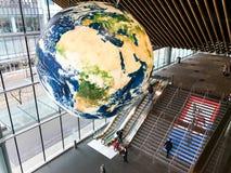Globo da terra em Convention Center em Vancôver, Columbia Britânica, Canadá fotos de stock royalty free