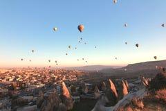 Globo de aire caliente, Cappadocia, Turquía imagenes de archivo