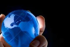 Globo de cristal azul del mundo Fotos de archivo