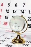 Globo de cristal en las paginaciones del calendario imagen de archivo