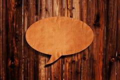 Globo de discurso en el fondo de madera Fotografía de archivo