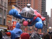 Globo de Elmo en el desfile del día de la acción de gracias de Macy Fotos de archivo