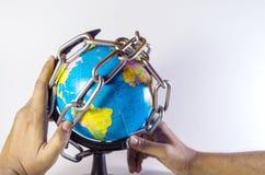 Globo de encadenamiento y de protección conceptual del mundo imagen de archivo libre de regalías