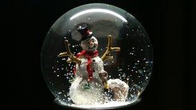 Globo de la nieve del invierno con el muñeco de nieve metrajes