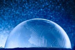 Globo de la nieve de la Navidad con los copos de nieve Imagen de archivo