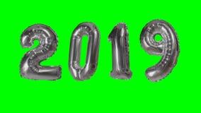 Globo de la plata de la celebración del aniversario del cumpleaños de la Feliz Año Nuevo del número 2019 que flota en fondo de pa almacen de metraje de vídeo