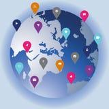 Globo de la tecnología social y de los medios que muestra iconos del establecimiento de una red en a Imagen de archivo libre de regalías