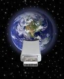 Globo de la tierra con la conexión USB Imagen de archivo libre de regalías