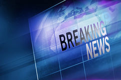Globo de la tierra dentro de la pantalla plana grande de la TV con el texto Co de las noticias de última hora Foto de archivo libre de regalías