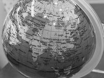 Globo de la tierra en B&W imagen de archivo libre de regalías