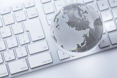 Globo de vidro em um teclado imagem de stock royalty free