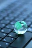 Globo de vidro sobre o teclado Fotos de Stock