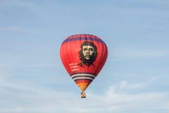 Globo del aire caliente con Che Guevara Foto de archivo libre de regalías