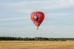 Globo del aire caliente con Che Guevara Foto de archivo