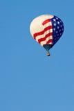 Globo del aire caliente con el indicador americano Imagen de archivo