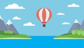 Globo del aire caliente que vuela sobre el mar Foto de archivo